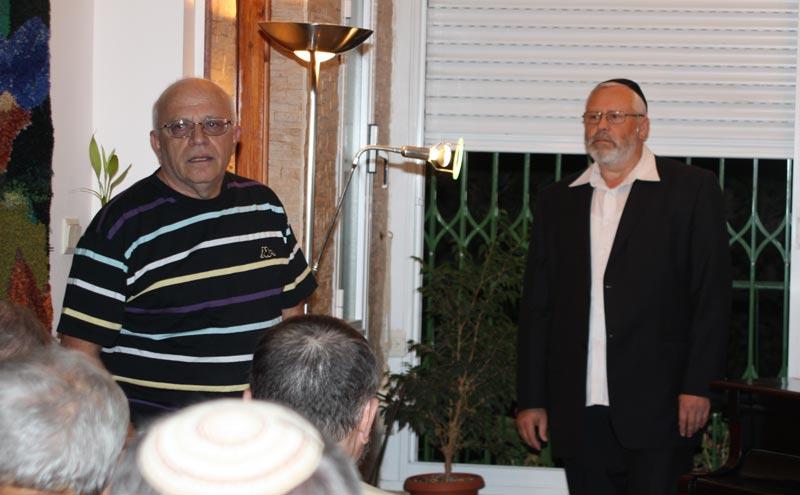 Леонид Крицун представляет публике гостя сегодняшнего вечера.
